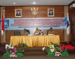 Sekretaris BKPSDMD Prov. Kep. Babel Umi Kalsum, S.Pd., M.Si saat menyampaikan materi kepada peserta sosialisasi;